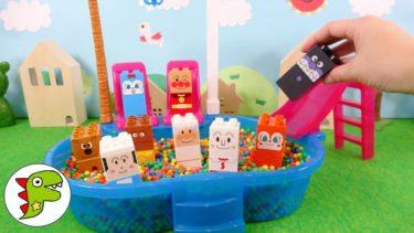 アンパンマン おもちゃ アニメ ばいきんまんがみんなのブロックラボをくみたてるよ!ビーズプールにアンパンマンたちの顔ブロック! トイキッズ